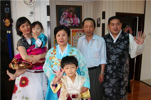 56个民族全家福共迎2015春节:朝鲜族篇