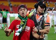 中国球迷冲进场被带走