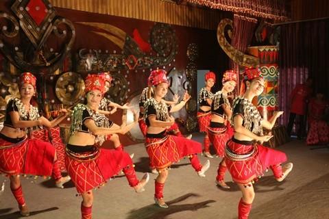 56个民族全家福共迎2015春节 景颇族篇