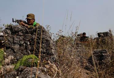 缅北战场最新影像披露 狙击手密布战事胶着