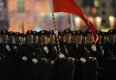 解放军红场高唱喀秋莎震惊外军方队 民众欢呼