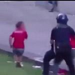 小球迷目睹被警察殴打