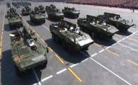 装备保障方队接受检阅