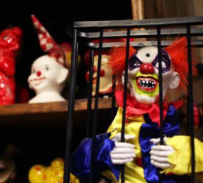 恐怖小丑旅馆!与墓地做邻居,有胆来!