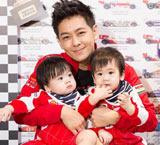 林志颖为1岁双胞胎儿子庆生
