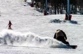 北大女生滑雪撞树身亡