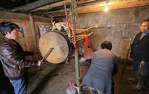贵州苗寨的活人葬异俗