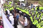 韩警方与反萨德群众对峙