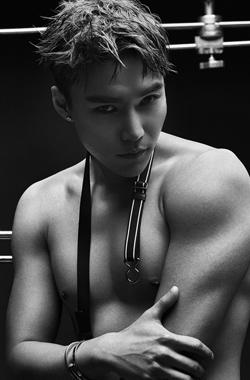 孙博豪极致诱惑大秀肌肉