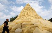 德国巨型沙雕城堡破纪录