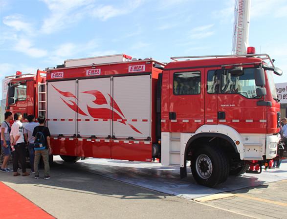 走进第十七届中国国际消防展之双向驾驶隧道消防车