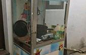 男子偷娃娃机改成厨房