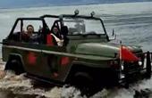 游客为拍美照开车进洱海